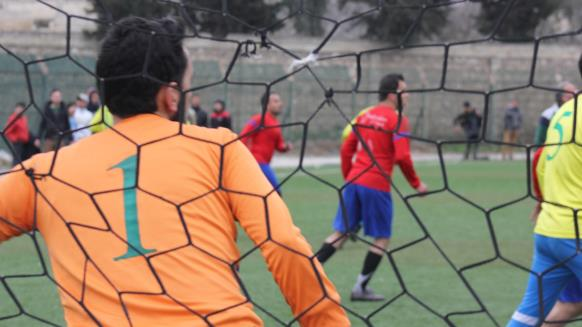 ピッチサイドで(アルジャジーラ))http://sport.aljazeera.net/football/2016/6/30/ريف-إدلب-عودة-كرة-القدم-بعد-انقطاع