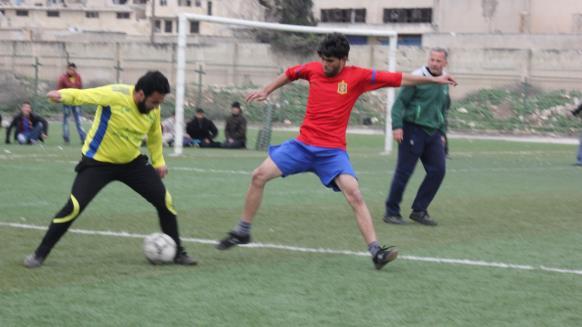 リーグ組織者によると、大会は人びとの暮らしの再建と閉ざされた心を解き放つために行われているという(アルジャジーラ)http://sport.aljazeera.net/football/2016/6/30/ريف-إدلب-عودة-كرة-القدم-بعد-انقطاع